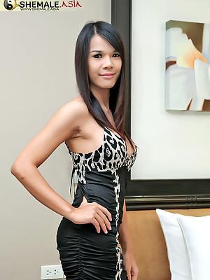 Don't miss this wild masturbation Thai ladyboy